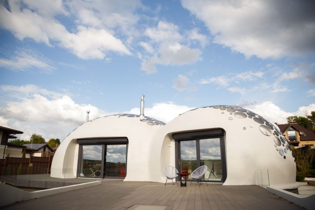 """Baan Bubble Dome House Has As The Name Suggest """"No Straight Walls"""""""